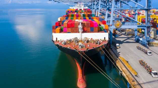 container-cargo-ship-business-logistic_35024-853